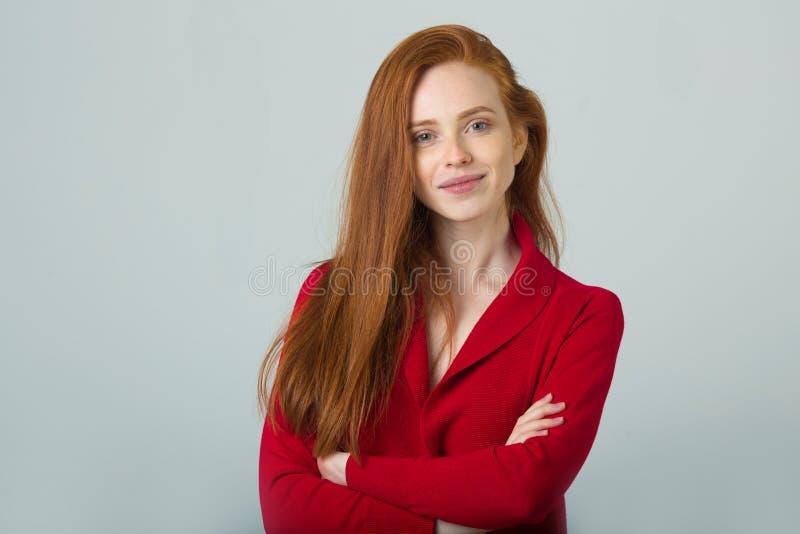 Belle jeune fille avec le cheveu rouge images libres de droits
