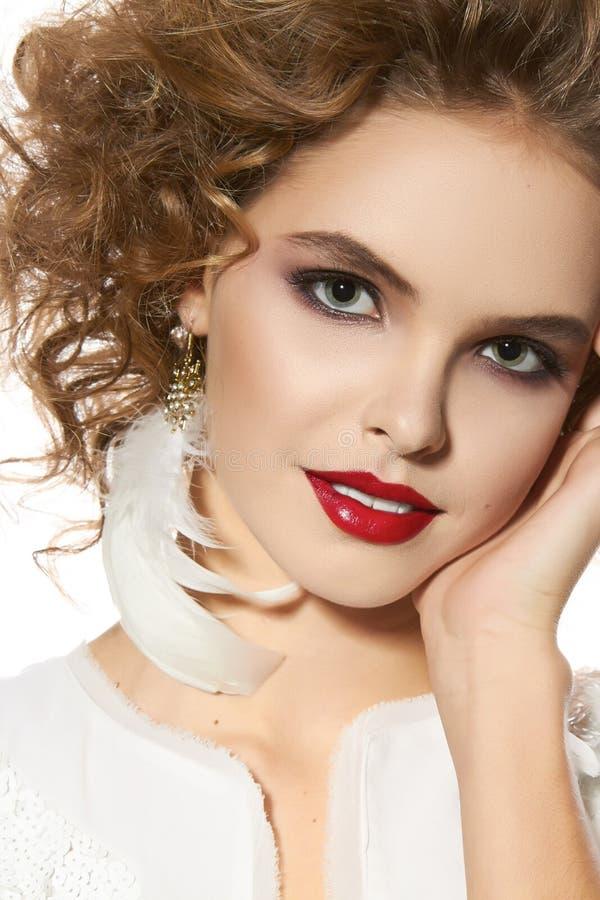 Download Belle Jeune Fille Avec Le Joli Sourire De Maquillage Parfait De  Soirée Photo stock ,