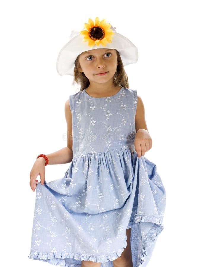 Belle jeune fille avec un chapeau de fleur photographie stock