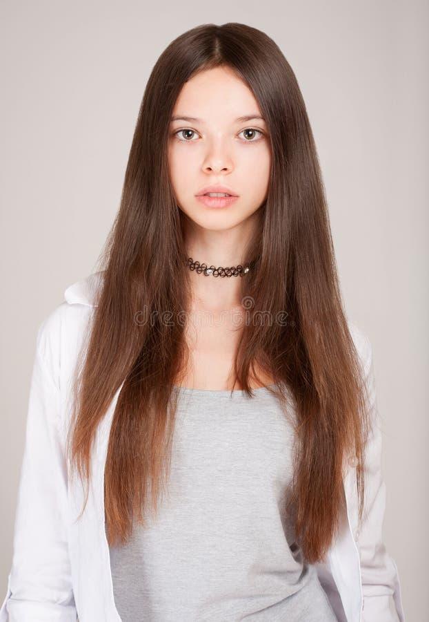 Belle jeune fille d'étudiant images stock