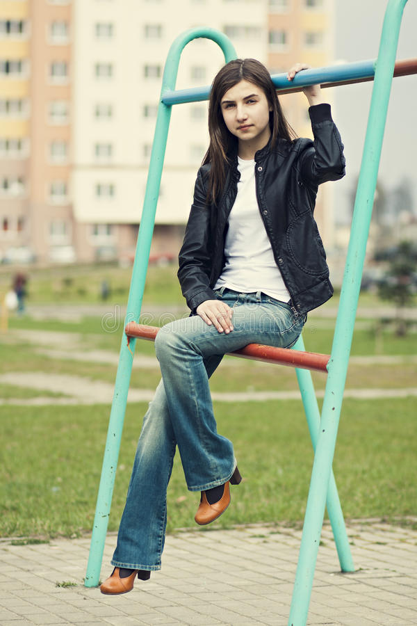 Belle jeune fille de brune photographie stock