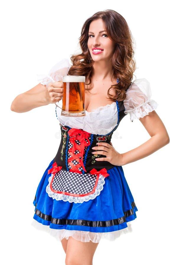 Belle jeune fille de brune de la chope en grès de bière oktoberfest image stock