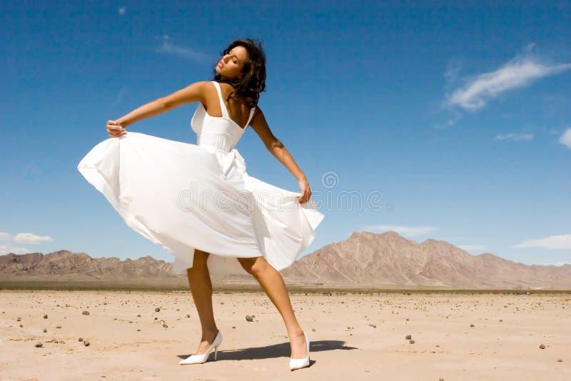 Belle jeune fille de mode image stock