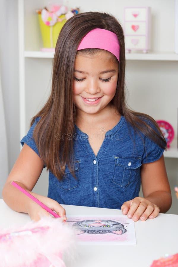 Belle jeune fille dessinant une photo photographie stock