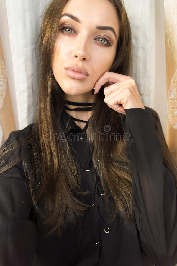 Belle jeune fille mince de Selfie photographie stock libre de droits