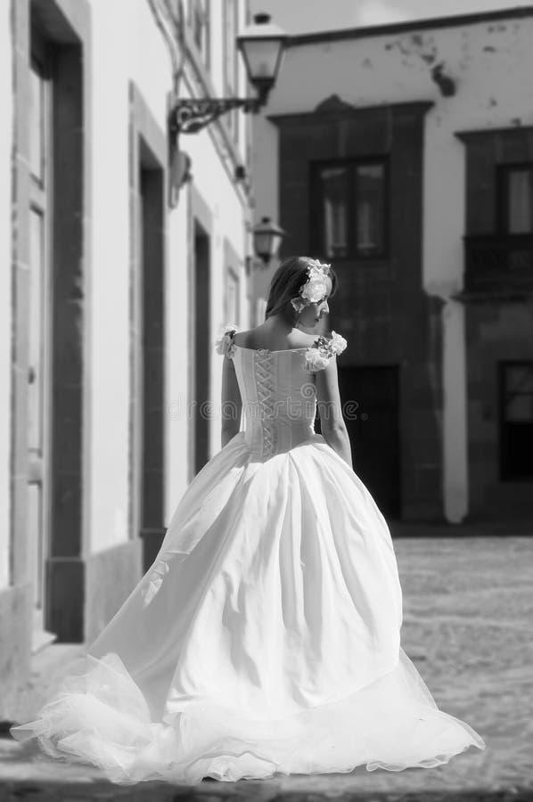 Belle jeune jeune mariée photographie stock