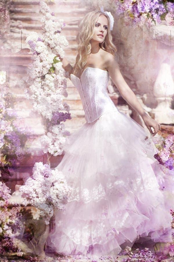 Belle jeune mariée image stock