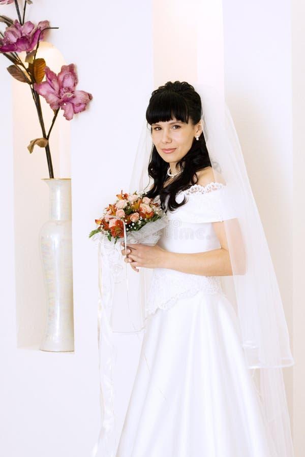 Belle jeune mariée photographie stock libre de droits