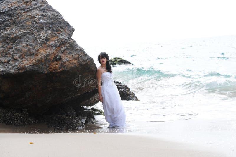 Belle jeune mariée féminine photo libre de droits