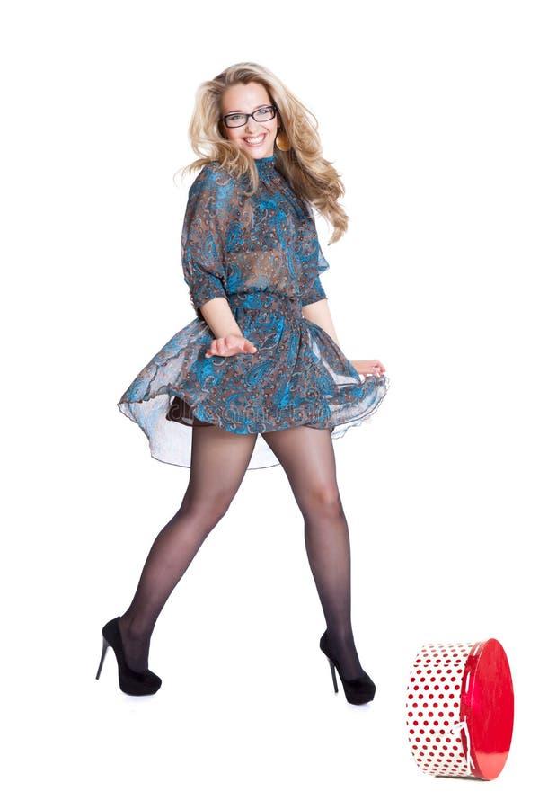 Belle jeune robe de port blonde photo libre de droits