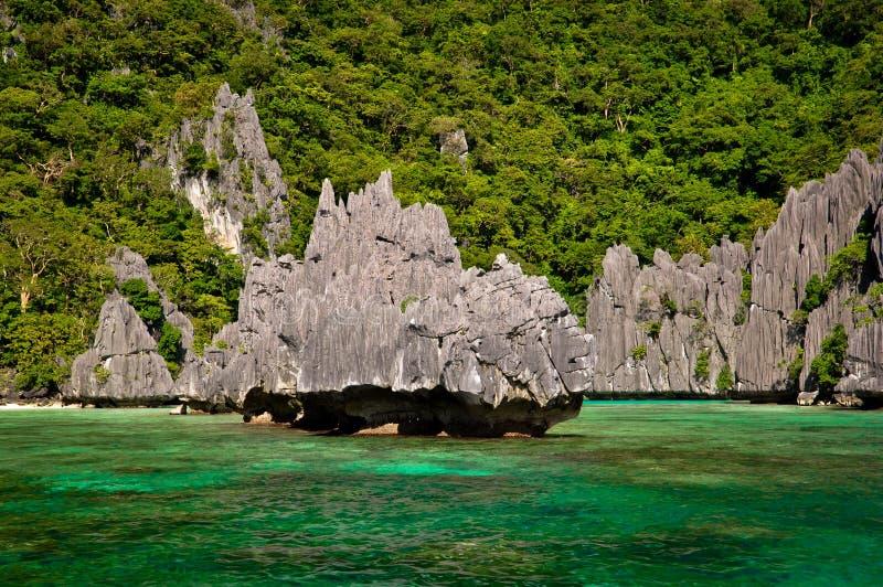 Download Belle lagune photo stock. Image du philippines, paradis - 45350168