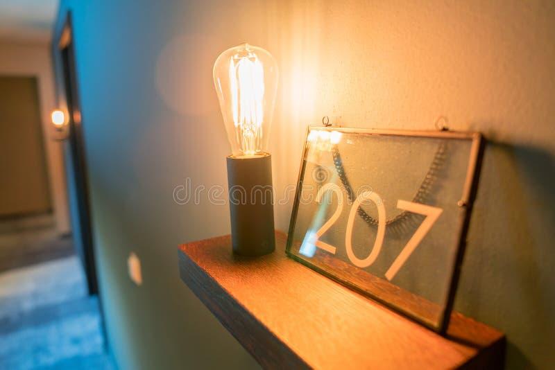 Belle lampade d'annata come decorazione nell'interno della stanza fotografia stock