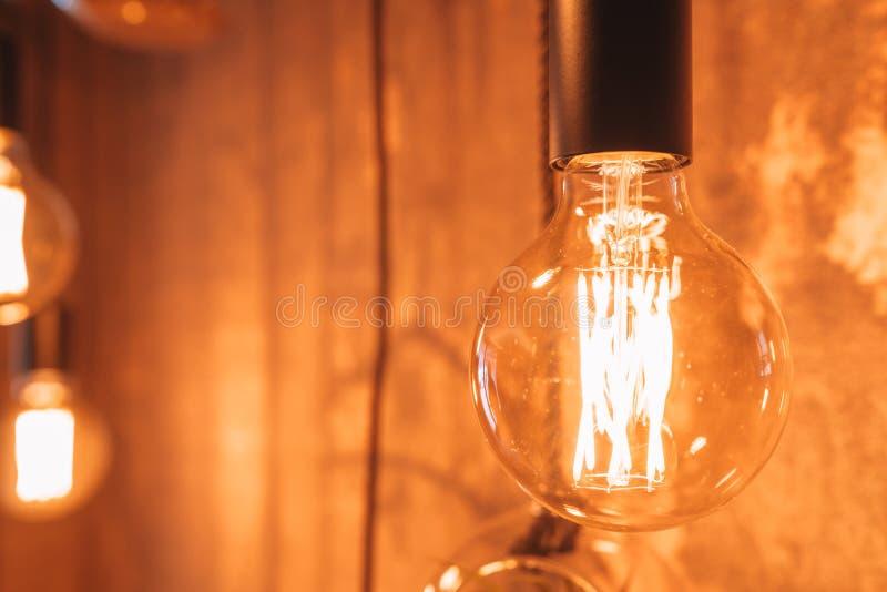Belle lampade d'annata come decorazione nell'interno della stanza fotografie stock libere da diritti