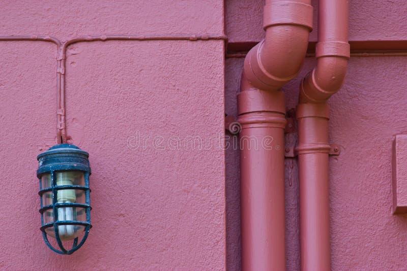 Belle lampe de vintage sur le mur images libres de droits