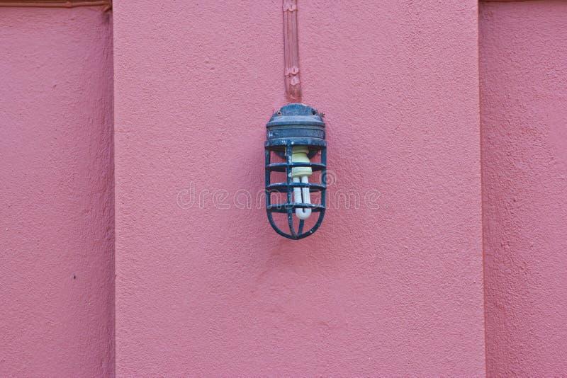 Belle lampe de vintage sur le mur photo stock