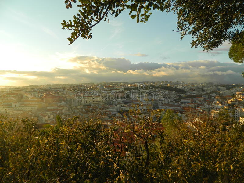 Belle Lisbonne dans des lumières d'hiver image libre de droits