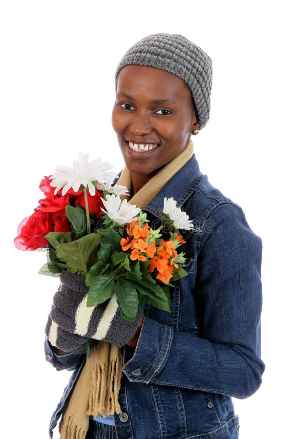 Belle Madame africaine avec des fleurs photos libres de droits