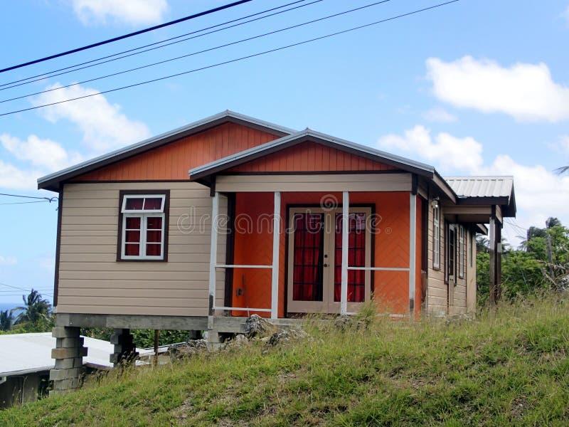 Belle maison colorée en Barbade photographie stock