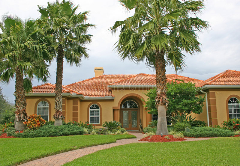Belle maison dans les tropiques photos stock
