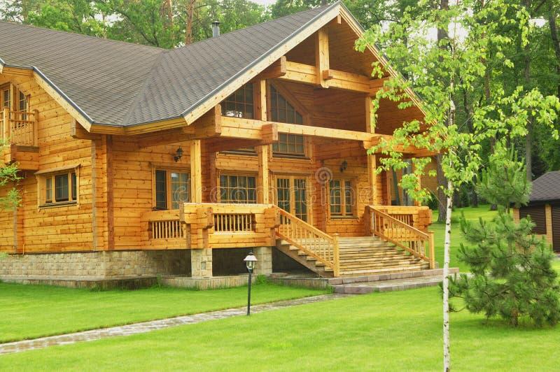 belle maison en bois dans la for t photo stock image du weather arbres 43178504. Black Bedroom Furniture Sets. Home Design Ideas