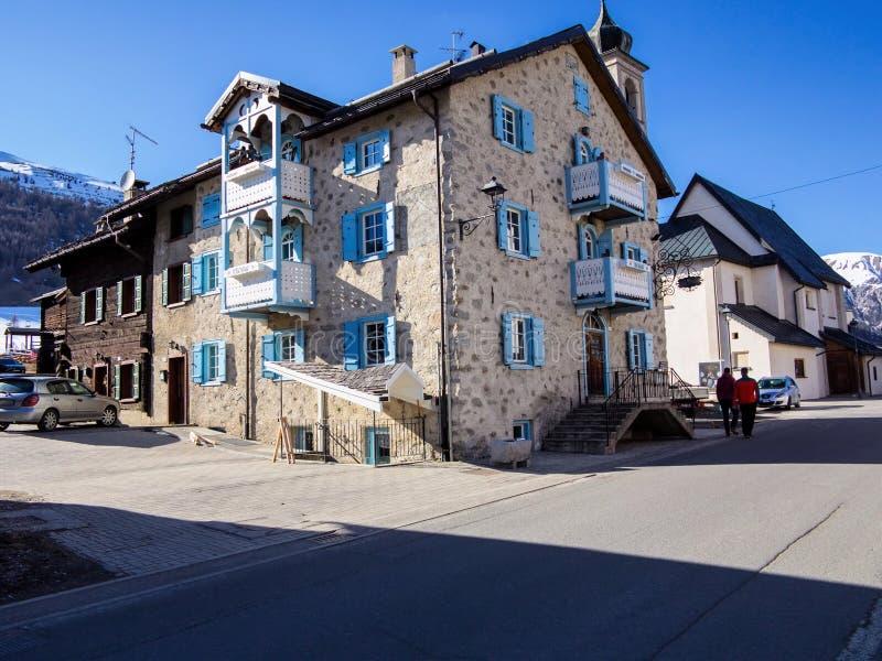 belle maison en pierre dans les montagnes italiennes photo. Black Bedroom Furniture Sets. Home Design Ideas