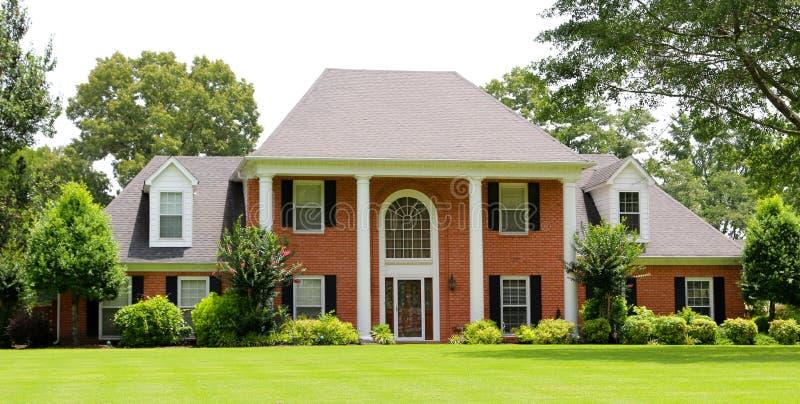 Belle maison victorienne suburbaine de style photographie stock libre de droits