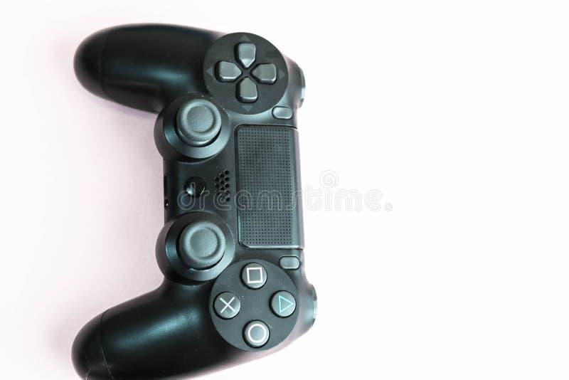 Belle manette numérique moderne noire de jeu pour les consoles de contrôle de jeu vidéo avec des boutons et des boutons et espace image libre de droits
