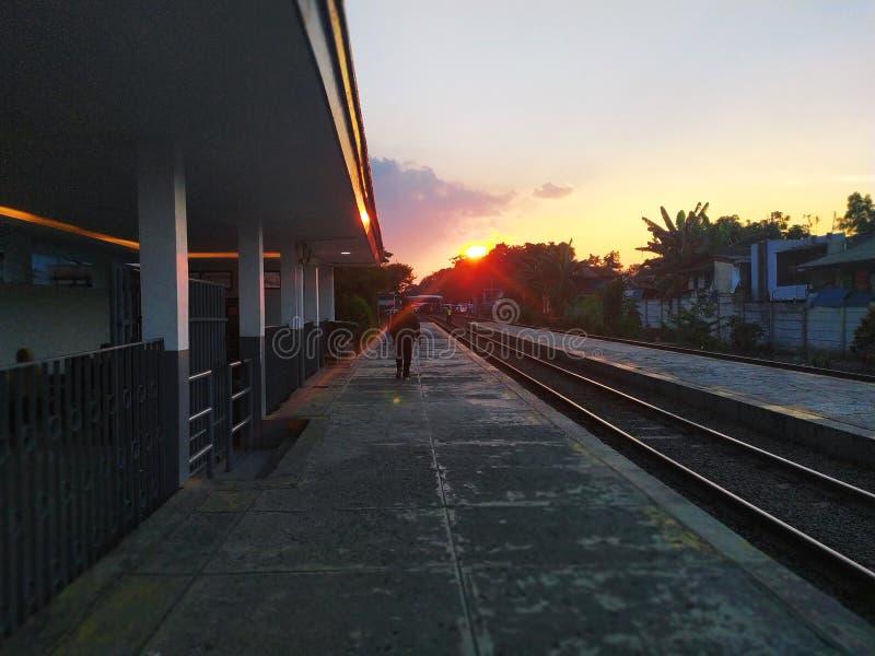 Belle manière de rail de lever de soleil dans Tanah Jawa images libres de droits