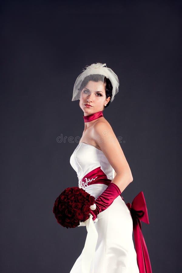 Belle mariée avec le bouquet images stock