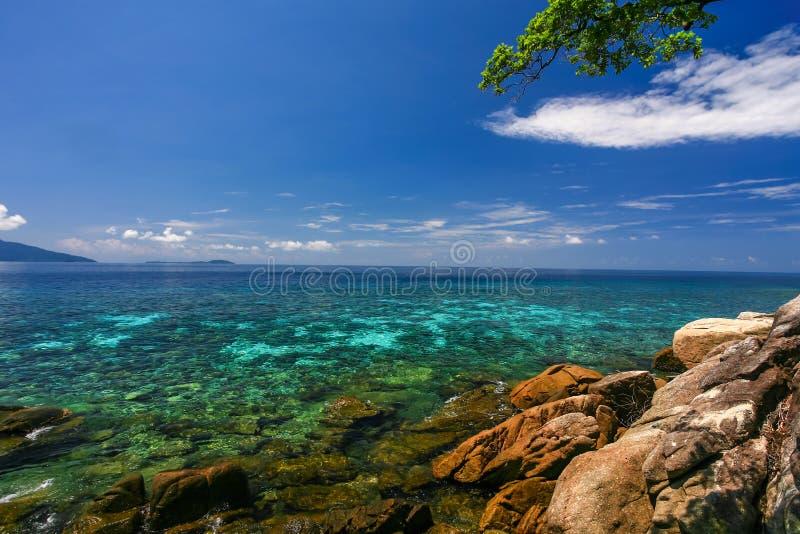 Belle mer à l'île tropicale images libres de droits