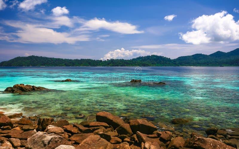Belle mer à l'île tropicale photographie stock