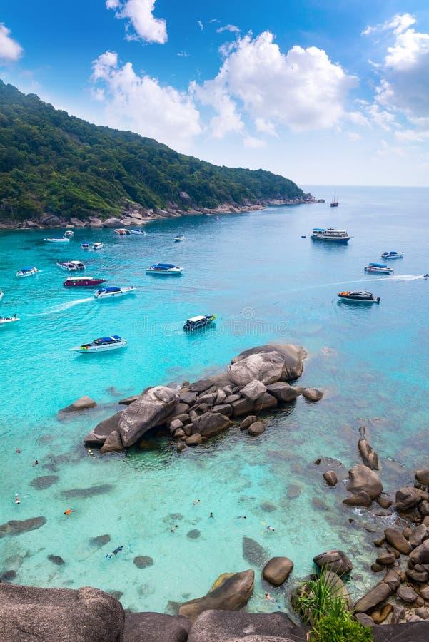 Belle mer clair comme de l'eau de roche à l'île tropicale de paradis, Similan images libres de droits
