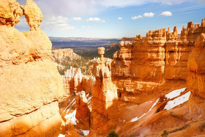 Belle montagne dell'arenaria di Bruce Canyon, U.S.A. fotografie stock libere da diritti
