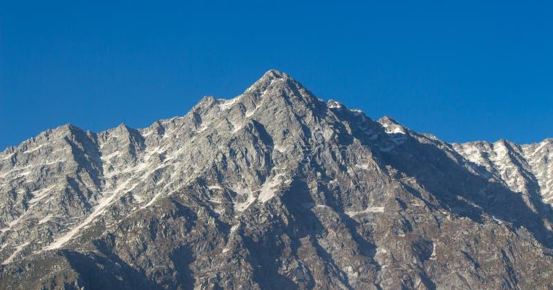 Belle montagne di ghiaccio dhauladhar immagine stock