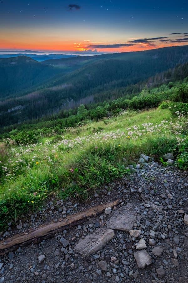 Belle montagne di Tatra alla vista dalla cresta, Polonia di alba fotografia stock libera da diritti