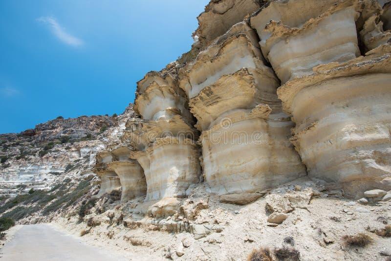 Belle montagne vulcaniche bianche sull'isola di Creta, Grecia fotografie stock