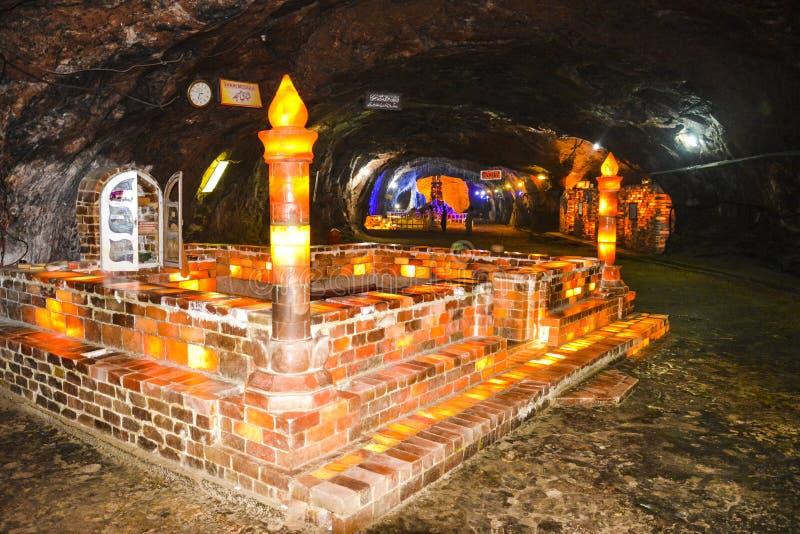 Belle mosquée de sel à l'intérieur du mien de Khewra image stock