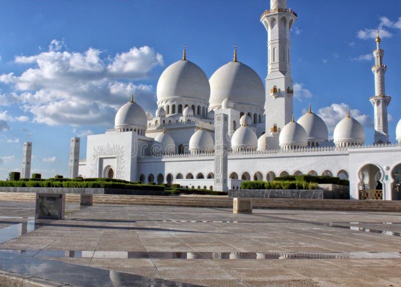 Belle mosquée grande en Abu Dhabi photo libre de droits