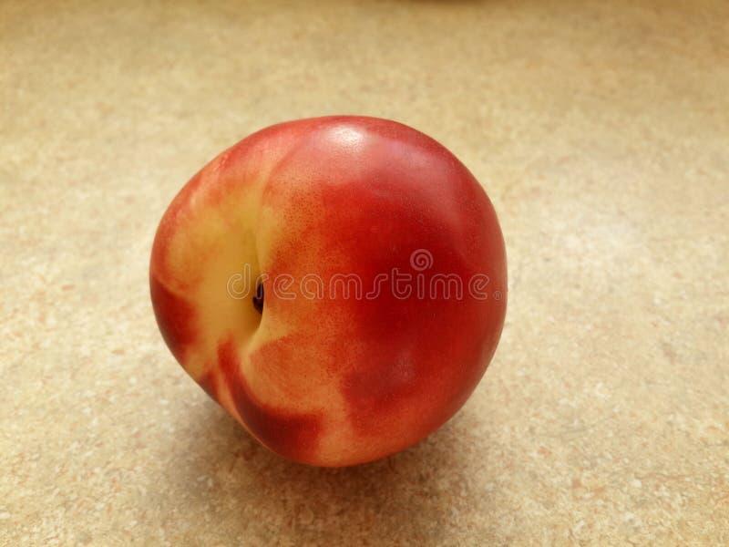Download Belle Nectarine Savoureuse Sur La Table Photo stock - Image du rose, organique: 76086934