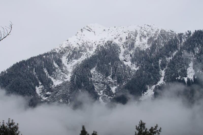 belle neige de ski d'horizontal de destination photographie stock libre de droits