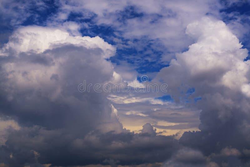 Belle nubi nel cielo fotografia stock