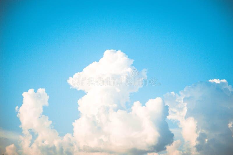 Belle nubi nel cielo immagine stock