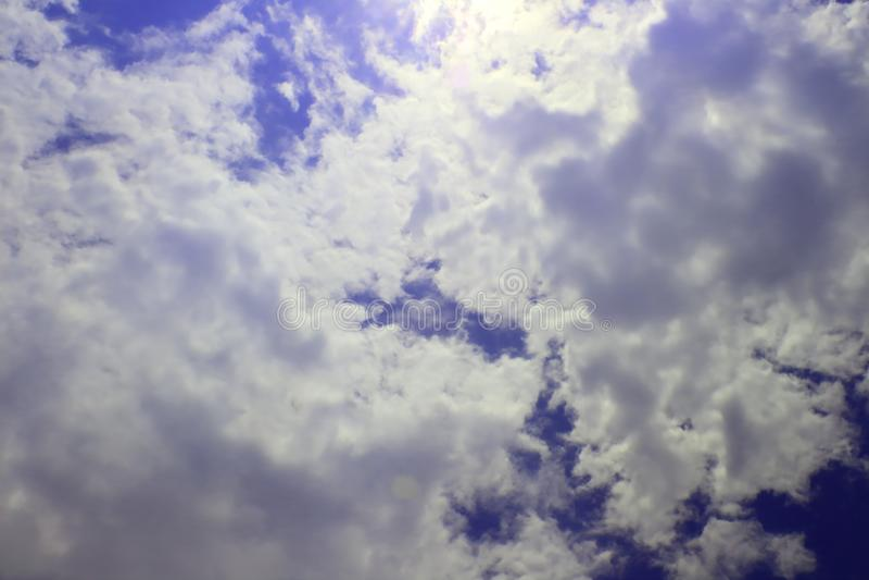 Belle nuvole del cielo, cielo con le nuvole e sole immagini stock