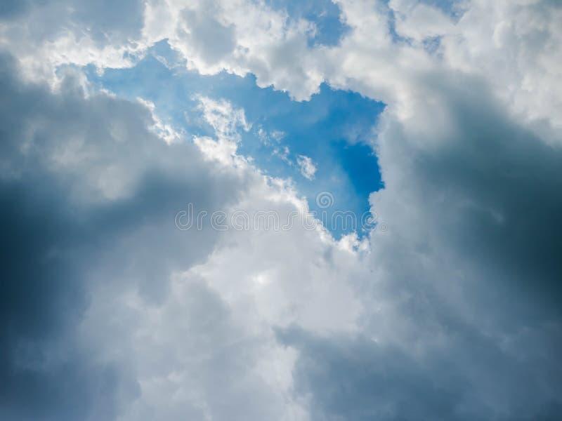 Belle nuvole del cielo fotografia stock