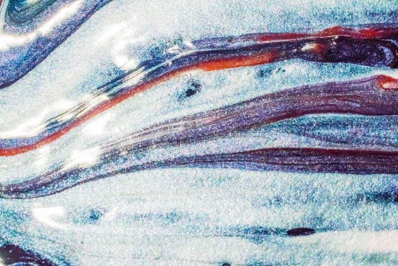 Belle peinture brillante utilisant le matériel acrylique dans le vernis à ongles image libre de droits