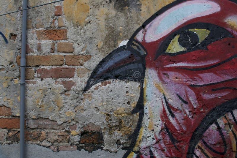 Belle peinture murale rouge d'oiseau en Kuala Lumpur photos libres de droits
