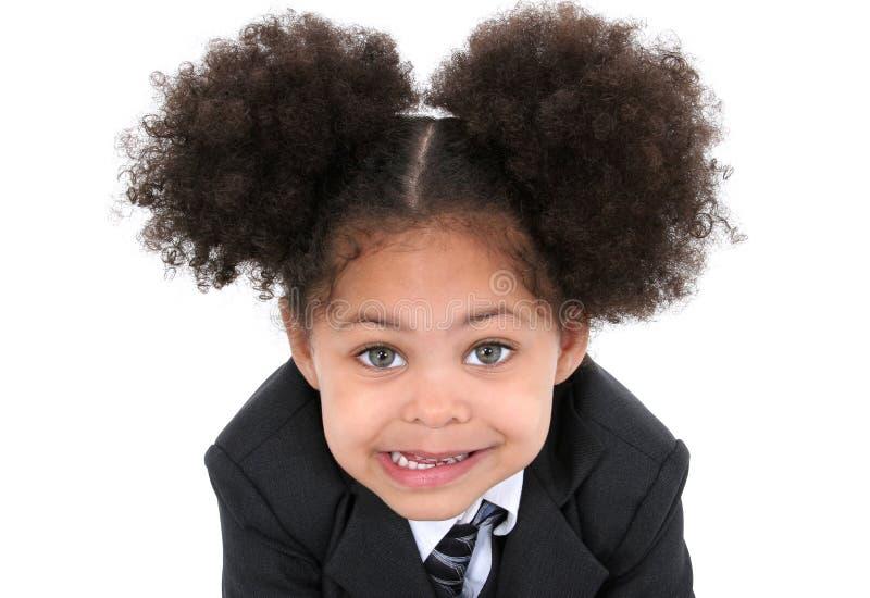 Belle petite femme d'affaires dans le procès et la relation étroite photos stock