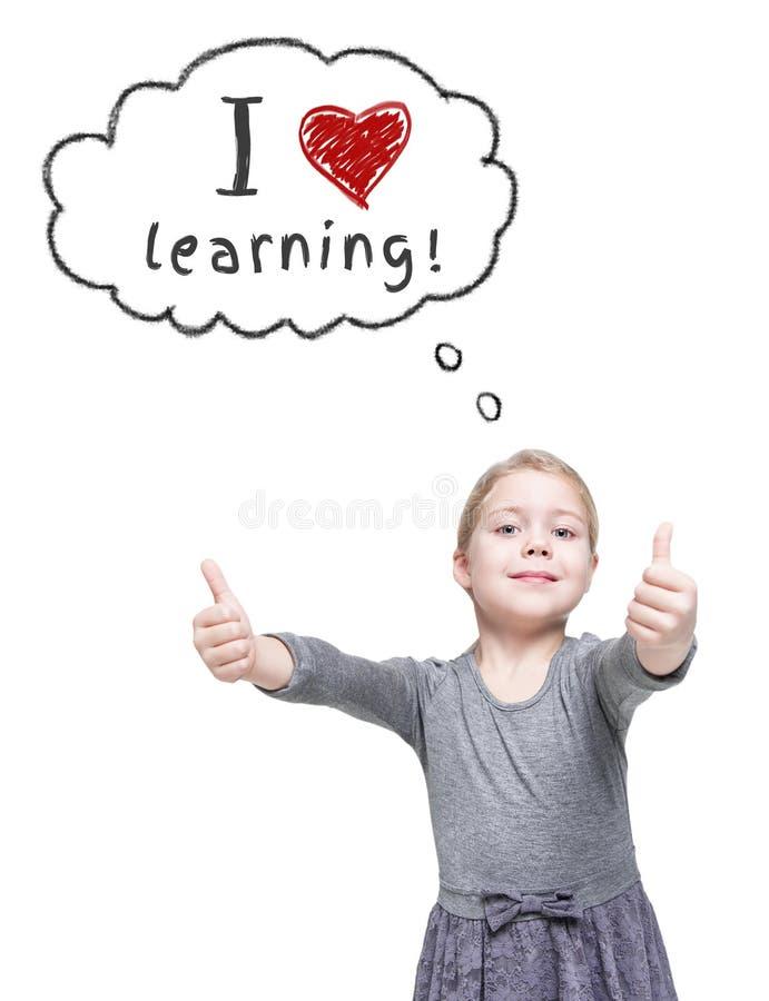 Belle petite fille affichant des pouces vers le haut école de copyspace de concept de livres noirs de fond image libre de droits