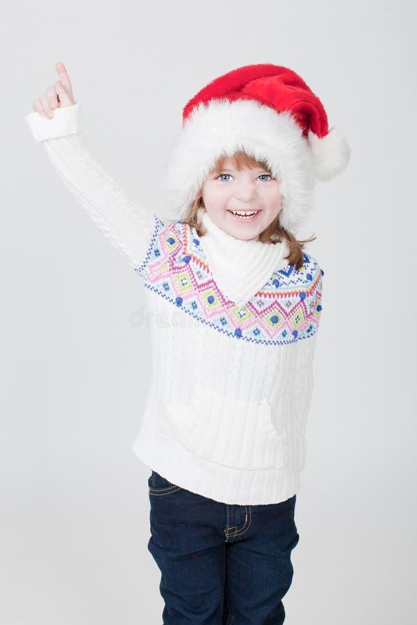 Belle petite fille avec la cuvette de Noël image stock