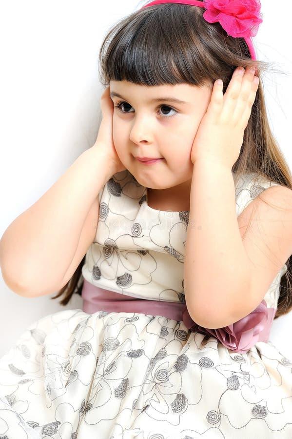 Belle petite fille d'isolement sur un fond blanc. photo stock